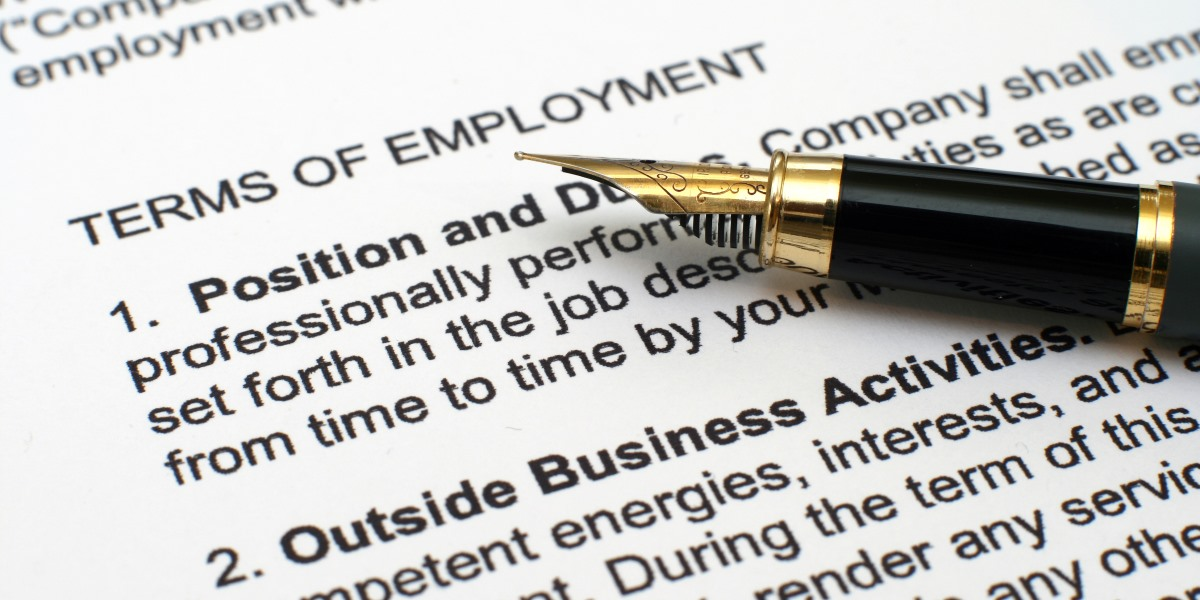 Employment contract non-compete clauses and redundancy